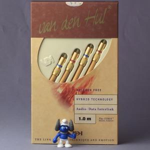 Кабель аудио 2xRCA - 2xRCA Van Den Hul The First Metal Screen 1.0m