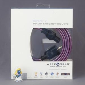 Кабель силовой Schuko - IEC C13 WireWorld Aurora 7 2.0m
