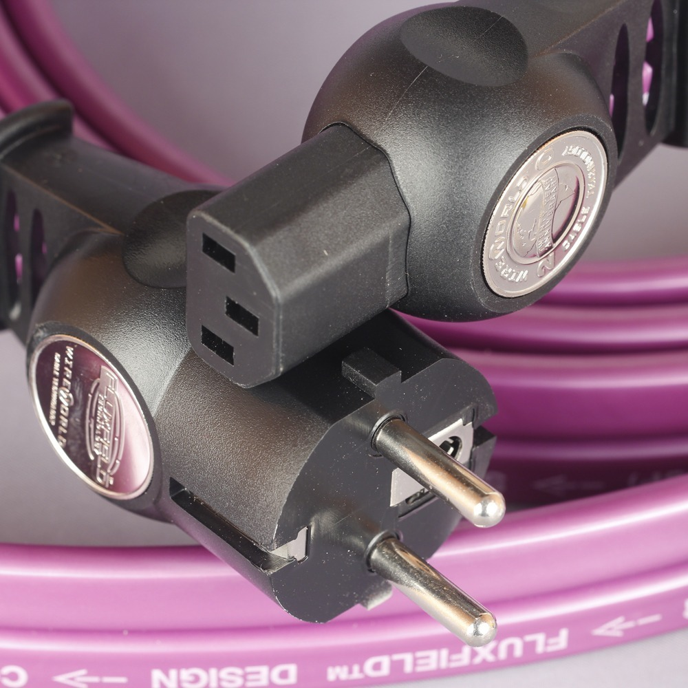 Кабель силовой Schuko - IEC C13 WireWorld Aurora 7 3.0m